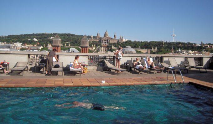 カタロニア バルセロナ プラザの屋上プール