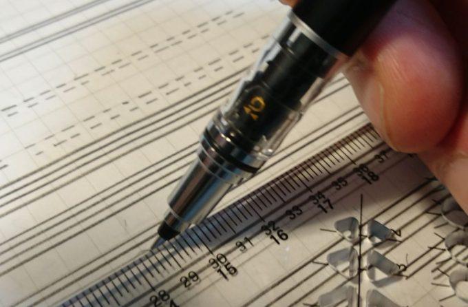 クルトガのペン先、定規