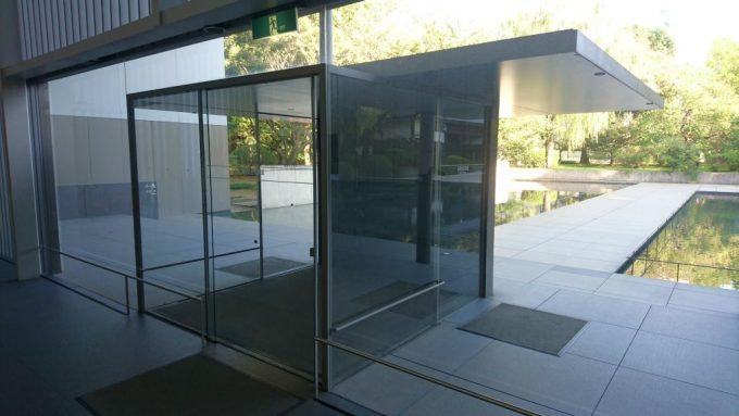 法隆寺宝物館のエントランス風除室