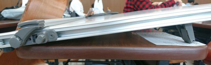 製図試験会場の机の奥行